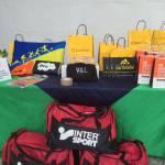 mesa con productos patrocinadores