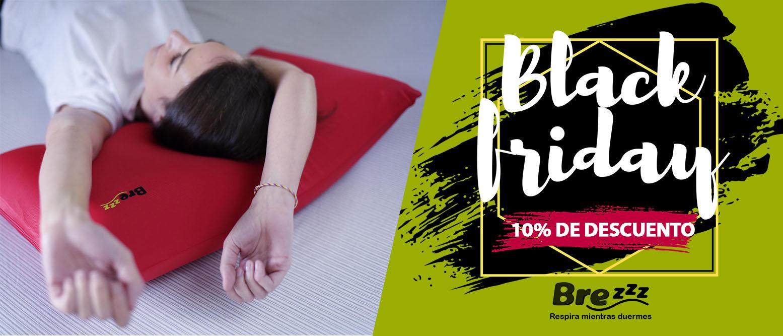 chica tumbada sobre almohada roja