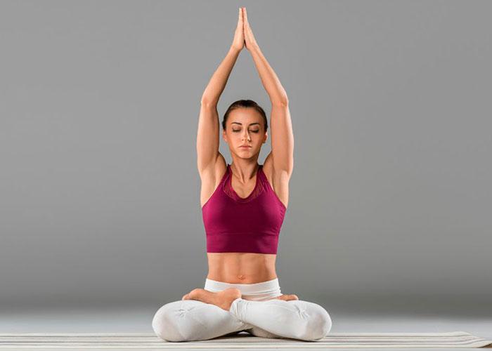 Posturas de yoga de meditación o atención plena